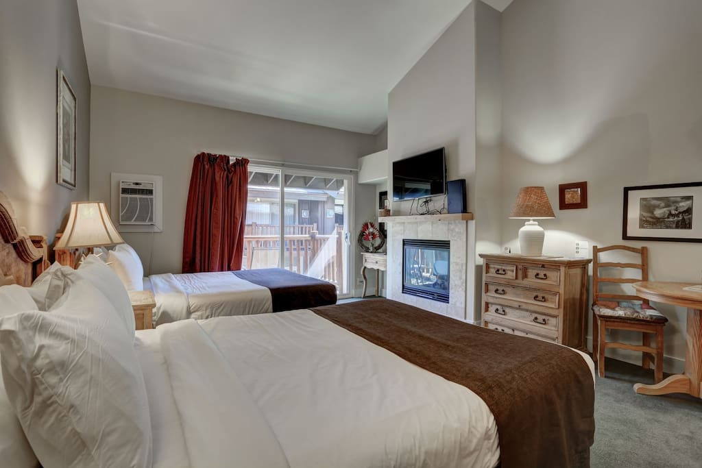 Studio with 2 Queen Beds, Kitchen, Fireplace, TV, DVD, Private Balcony