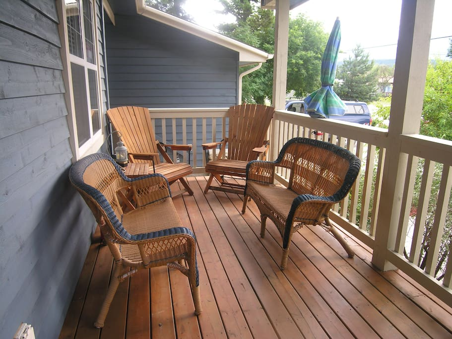Awesome front porch to enjoy the afternoon sun!